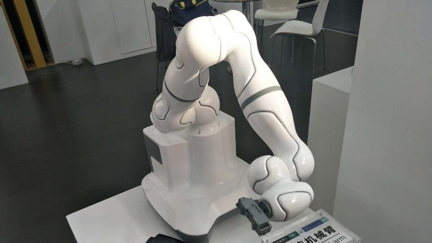工业设计创新成果展:医疗机械臂