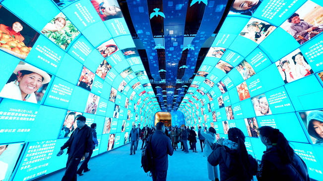 """""""伟大的变革——庆祝改革开放40周年大型展览""""迎参观高峰"""