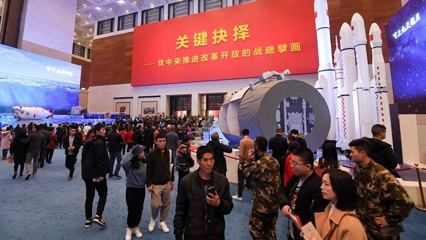 """""""伟大的变革——庆祝改革开放40周年大型展览""""公众参观热情高涨"""