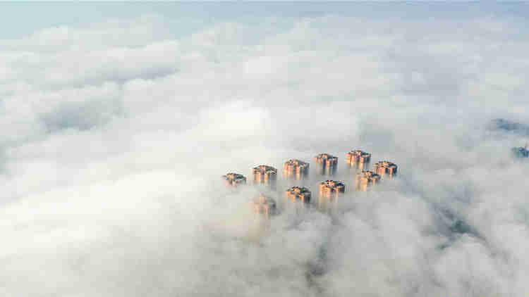 贵州铜仁出现平流雾景观