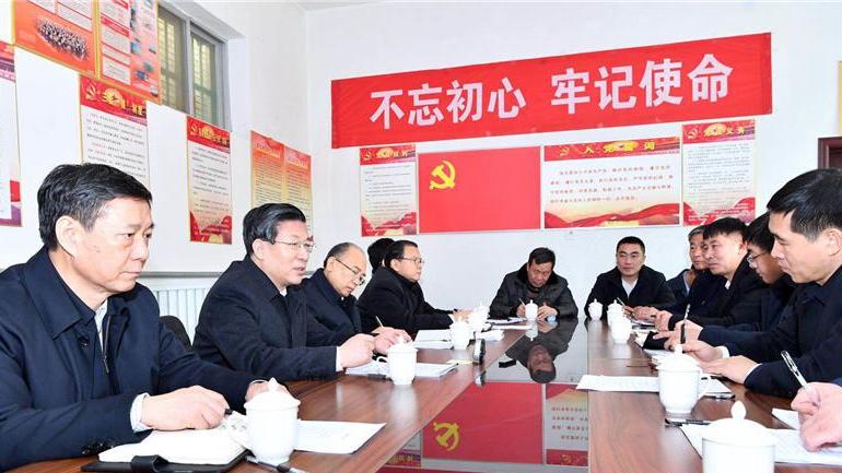 王东峰在雄安新区走访慰问基层干部群众