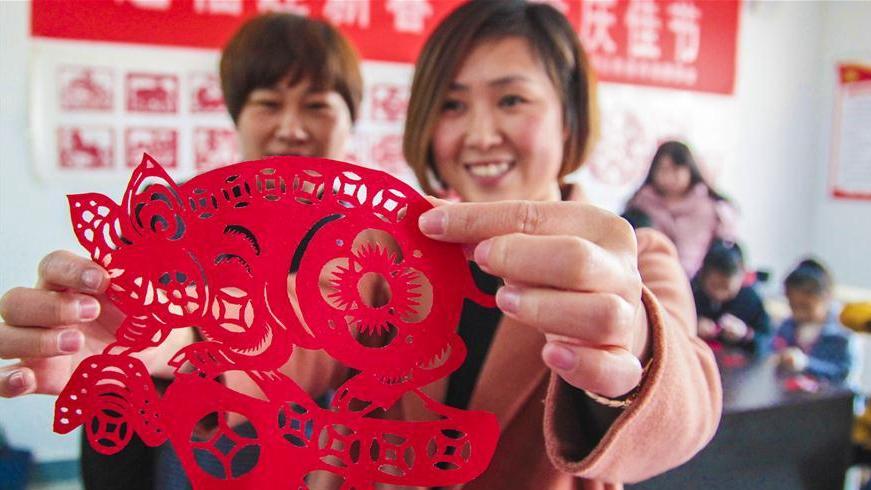河北永清:剪纸迎新年