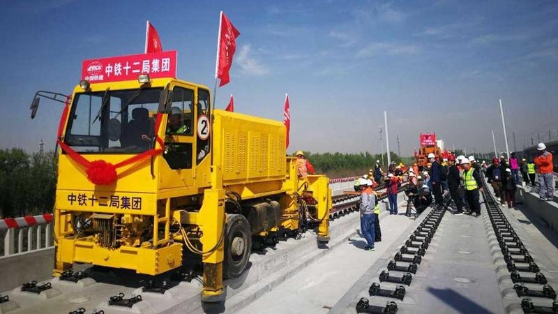 4月15日京雄城际铁路(北京段)开始全线铺轨