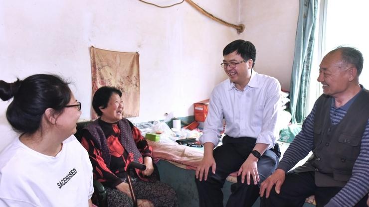 陈刚到容城县河西村看望群众并调研征迁安置工作
