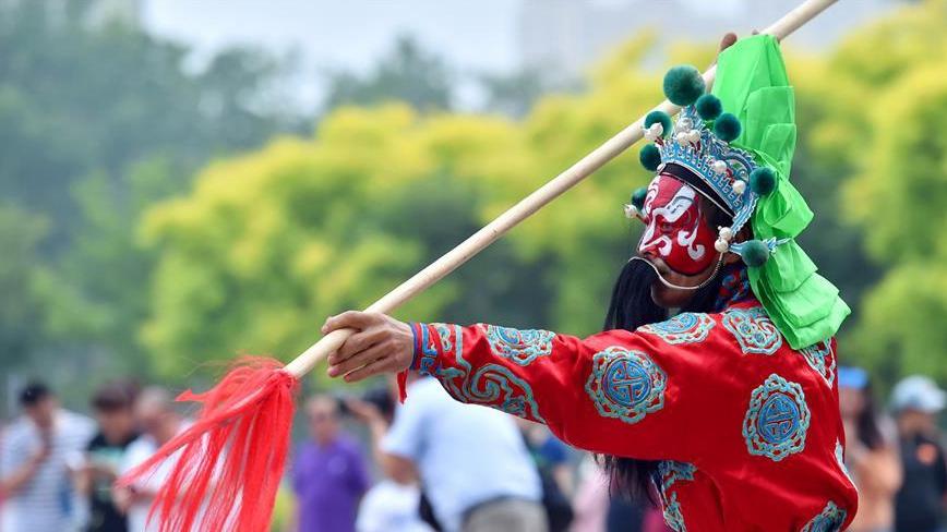 第十二届河北省民俗文化节在石家庄举行