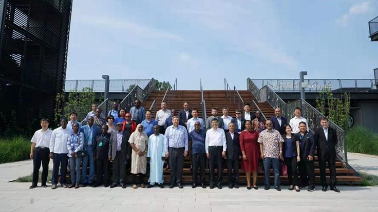 外国驻华使节代表团访问雄安新区