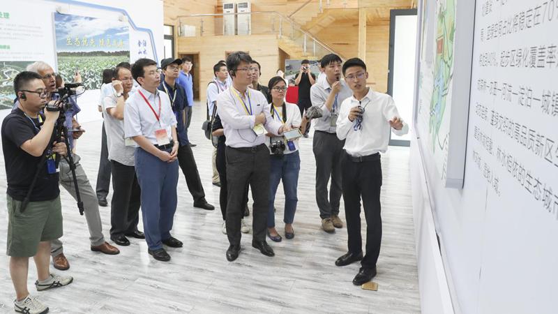 周边国家驻华记者团访问雄安新区