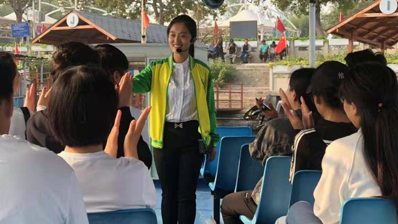 国庆看旅游丨雄安文旅工作者坚守一线 为游客提供便捷服务