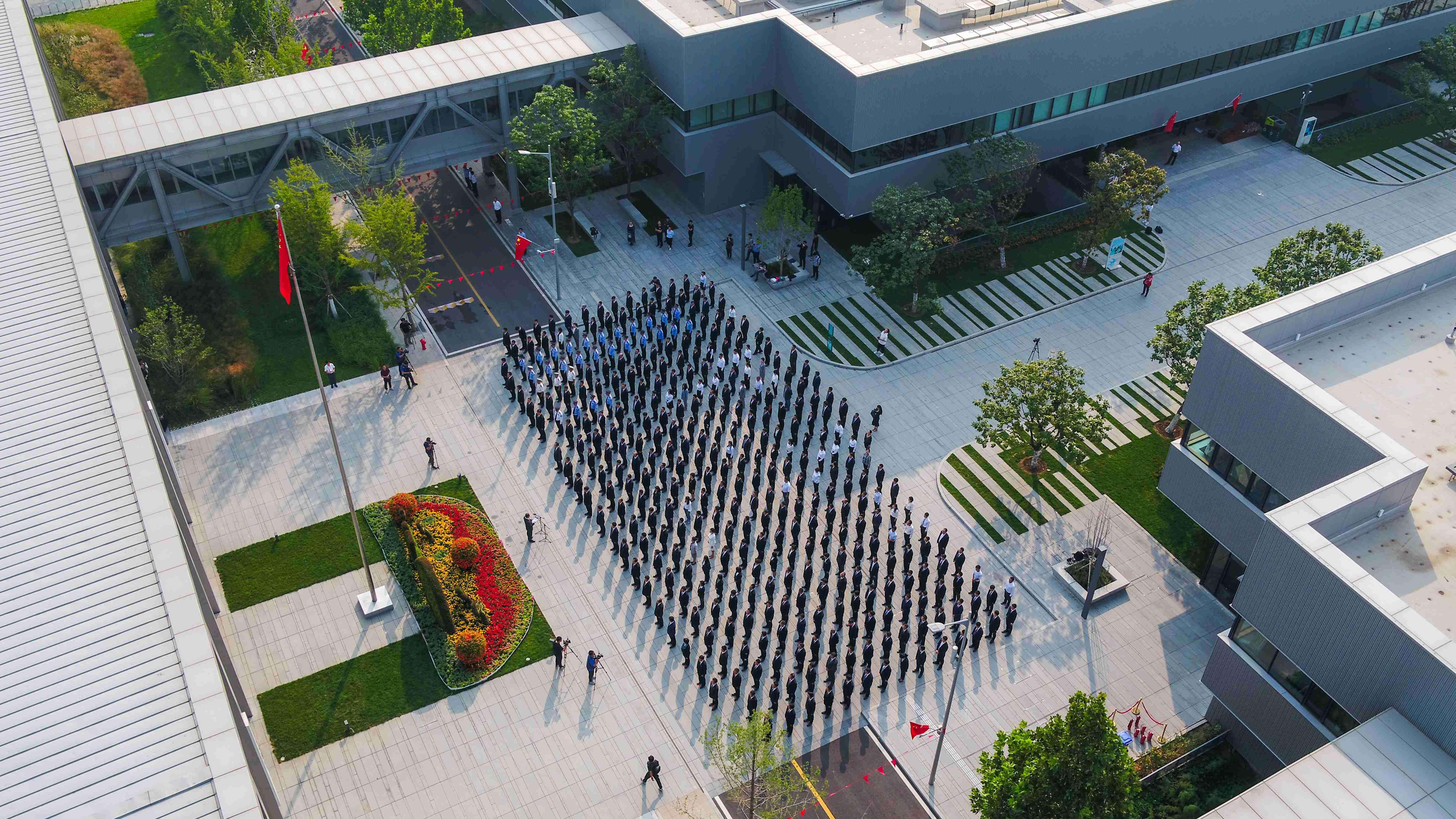 雄安新区举行庆祝新中国成立70周年升旗仪式