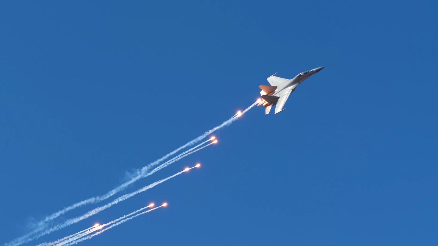 视频丨胸怀强军壮志 捍卫万里空天 热烈庆祝人民空军成立70周年