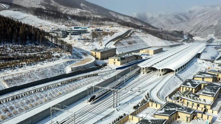 京张高铁崇礼铁路进行运行试验