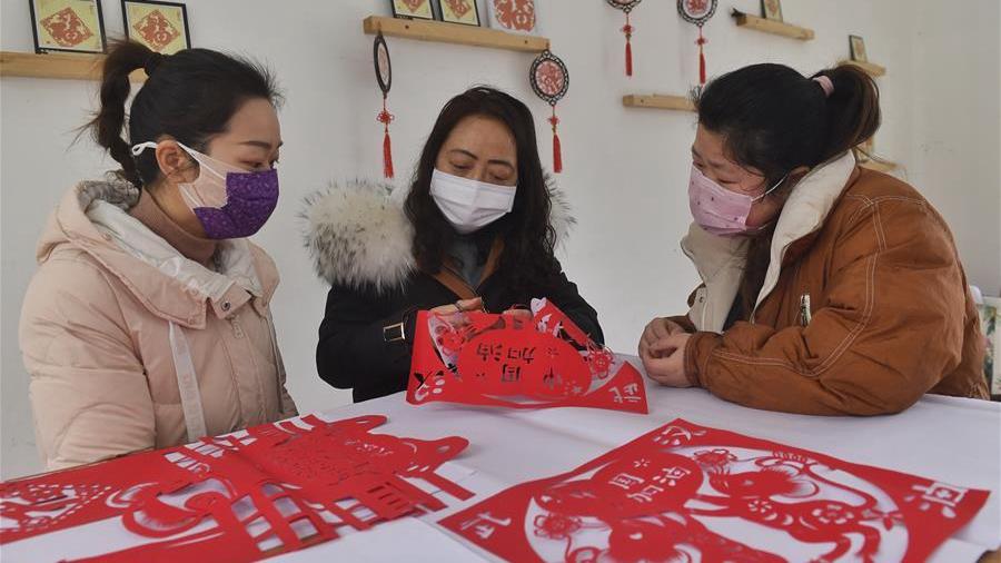 传统剪纸艺术宣传防疫