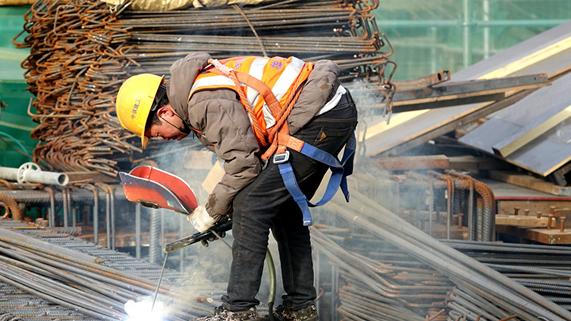 建设现场塔吊林立 京雄城际雄安站积极推进项目复工