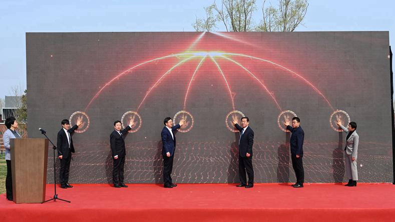 雄安·雄县政企服务平台启动暨新区参建企业雄县表彰大会举办