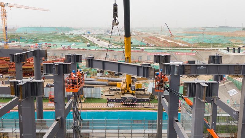 剧村220千伏变电站主体钢结构吊装全部完成