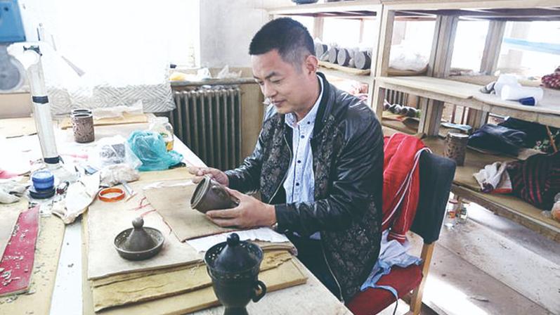"""融合古今 创新传承——对话省级非遗项目""""雄州黑陶""""传承人刘小伟"""