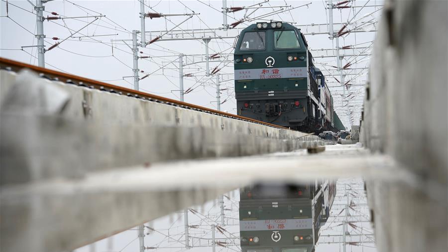 """智能高铁""""新标杆""""!京雄城际铁路全线轨道贯通"""