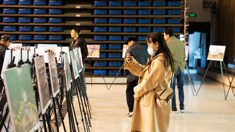 """雄安安新县举办党建引领""""四个美好""""主题摄影展"""