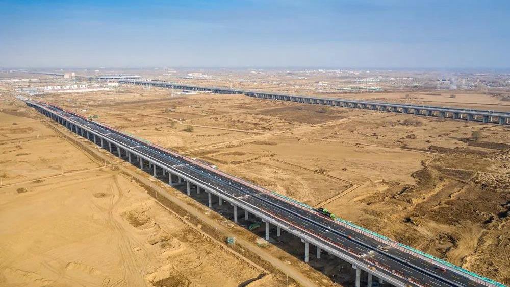 """享""""绿色廊道""""!雄安站西侧干路预计今年底建成"""