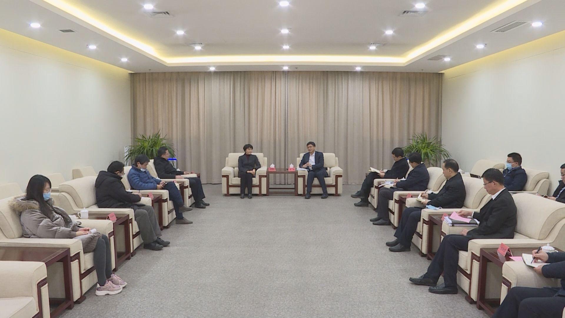 陈刚与全国绿化委员会办公室专职副主任胡章翠一行举行工作座谈