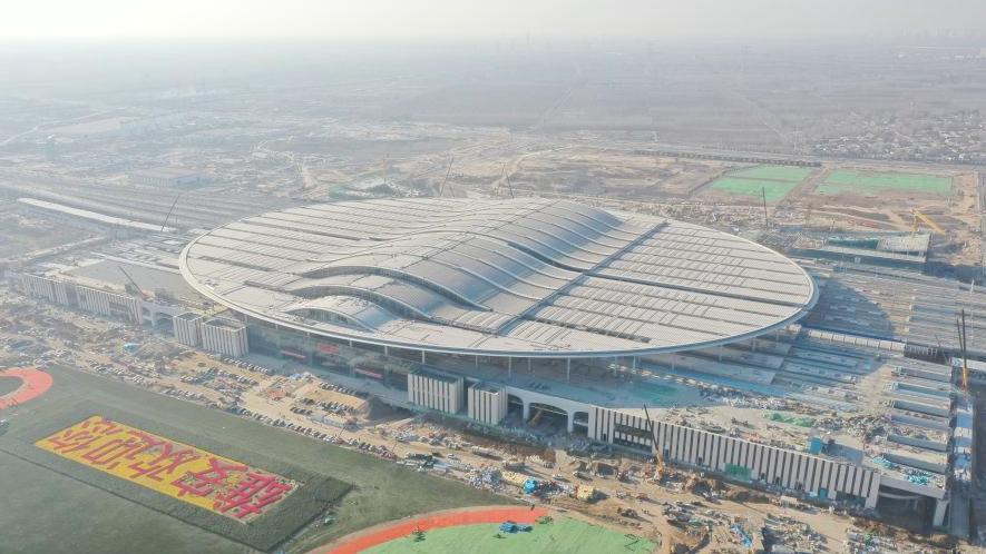 300个工地塔吊林立 10万名建设者热火朝天——聚焦雄安新区高标准高质量建设进展