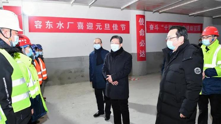王东峰在雄安新区调研慰问