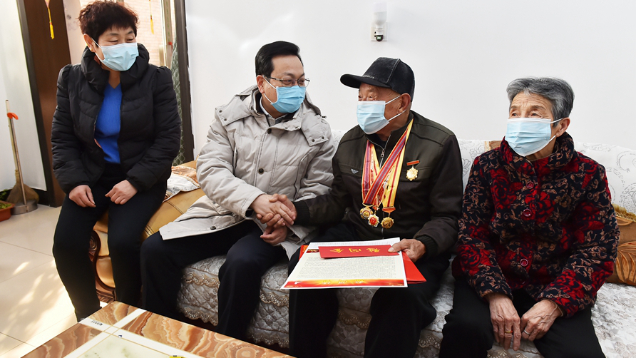 张国华春节前赴基层走访慰问