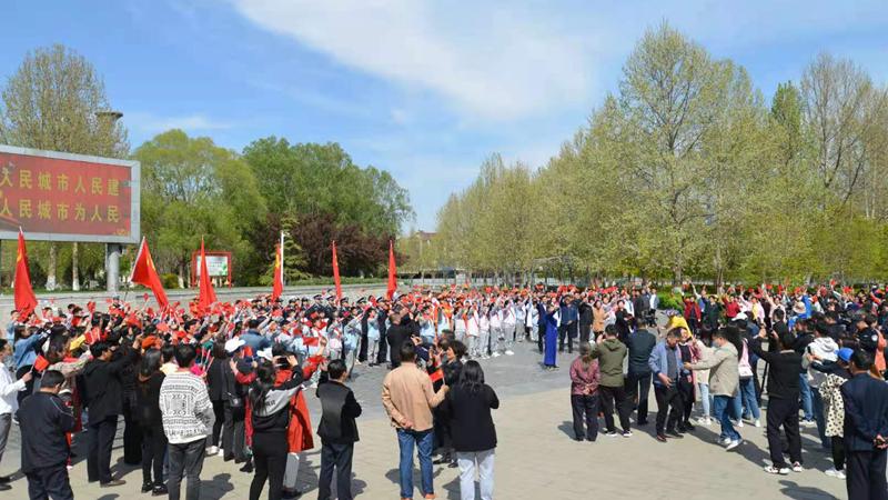 4月13日雄县举办庆祝建党100周年红歌快闪活动