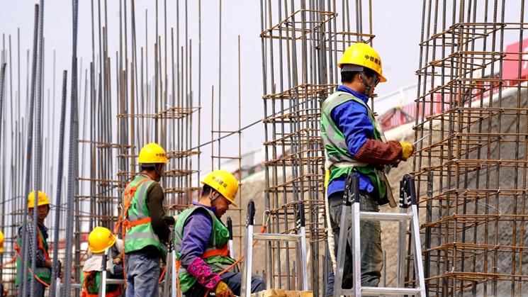容西片区安置房项目C3标段塔吊林立