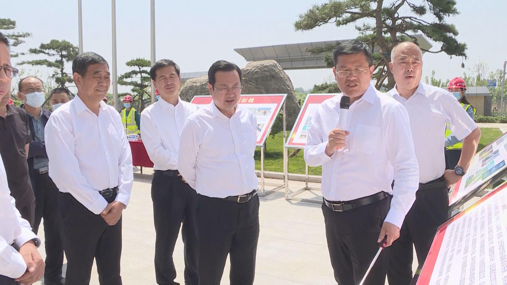 张国华调研高速公路出入口及沿线景观和启动区路网建设情况
