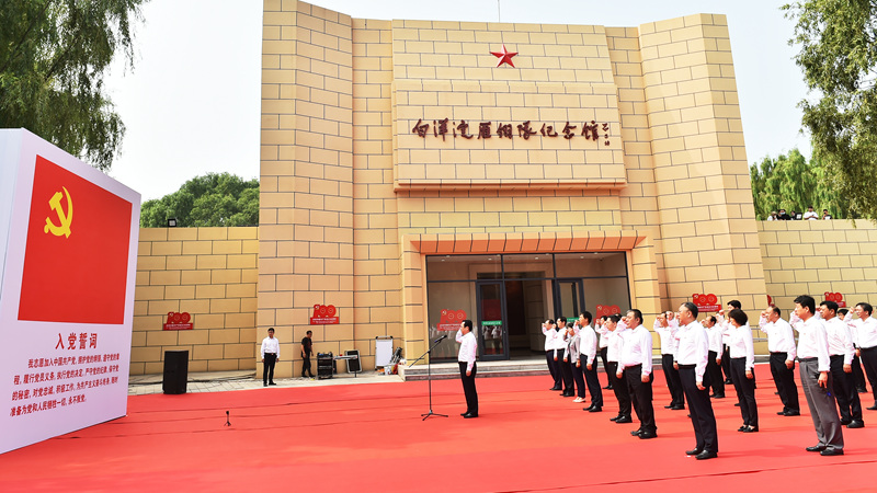 张国华带领党员领导同志参观白洋淀雁翎队纪念馆并重温入党誓词
