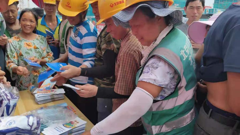 雄安新区工伤预防和保障农民工工资支付宣传活动走进建设工地