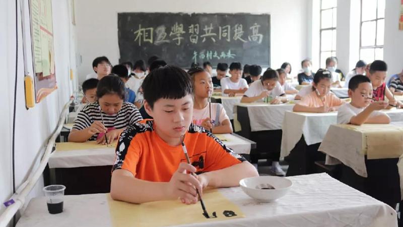 雄安容城县午方西庄村暑期公益书画培训班开班