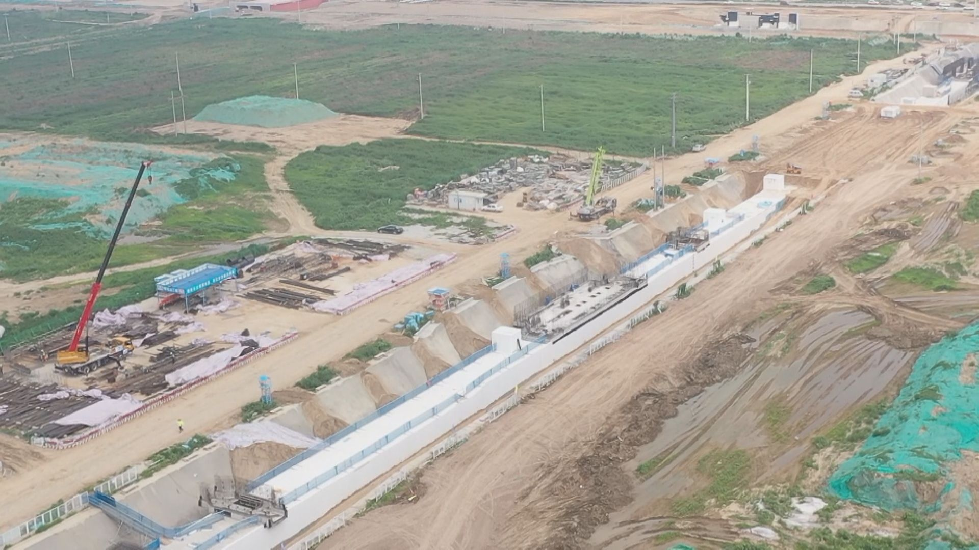 【中国雄安新闻】雄安新区启动区A组市政项目NB2路地下管廊全线贯通