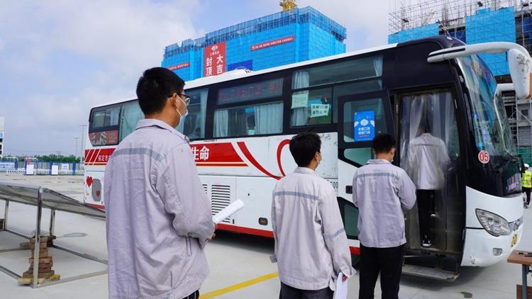 """上海宝冶容西片区A1标段安置房项目组织开展""""无偿献血 奉献爱心""""志愿活动"""