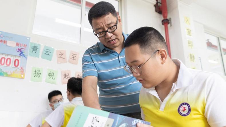 我和雄安的故事第61期丨苏学良:这堂数学集合课,一教就是26年