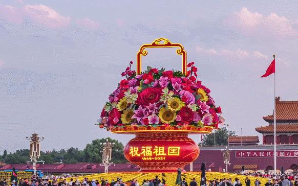 """一枝花就重达一百多斤,天安门广场""""巨型花篮""""的花到底是怎么插的?"""