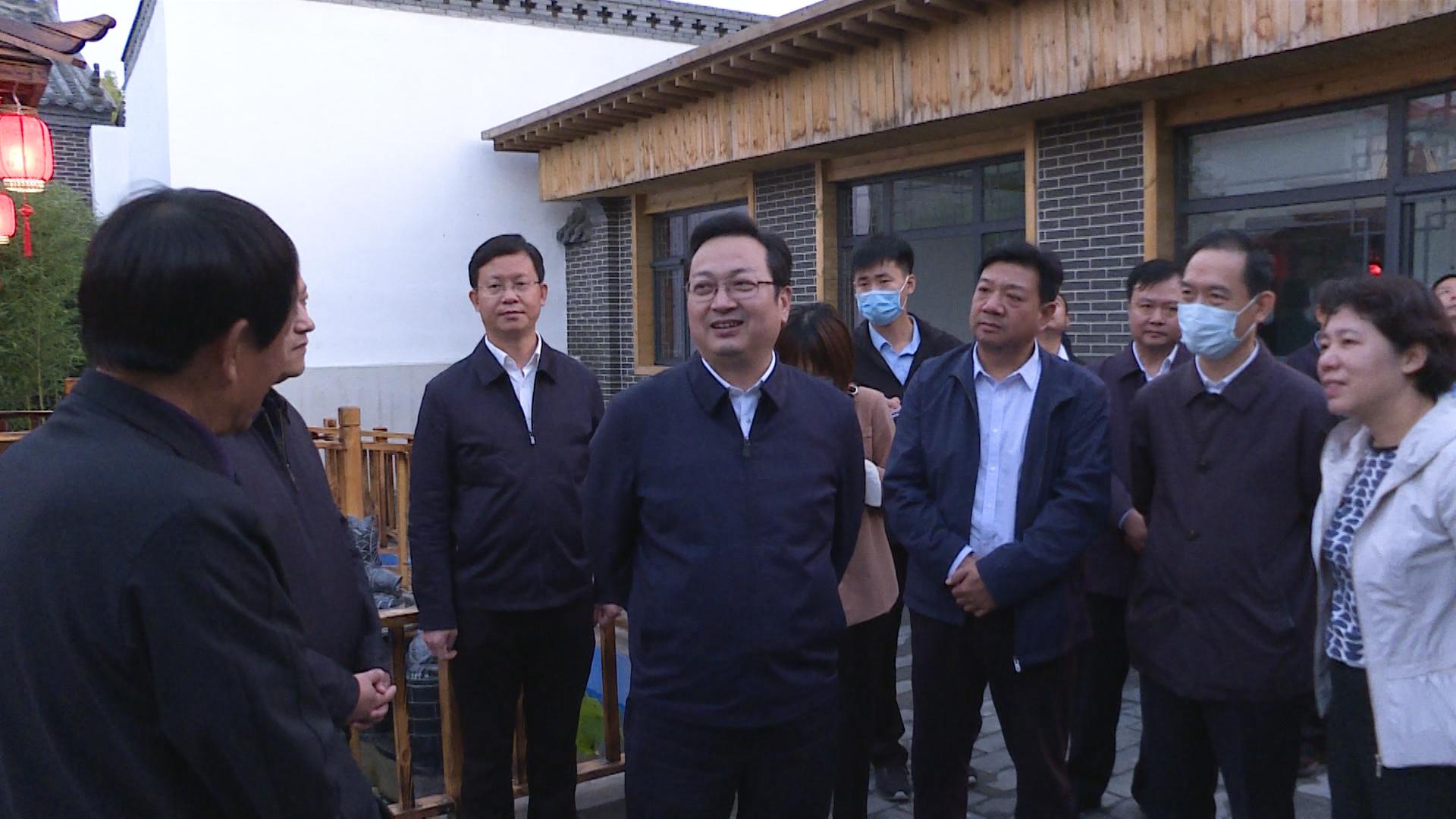 时政播报丨张国华调研三县县城改造提升工作