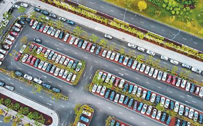 """中国多地积极布局智慧停车设施建设 """"智慧停车""""减少出行烦恼"""