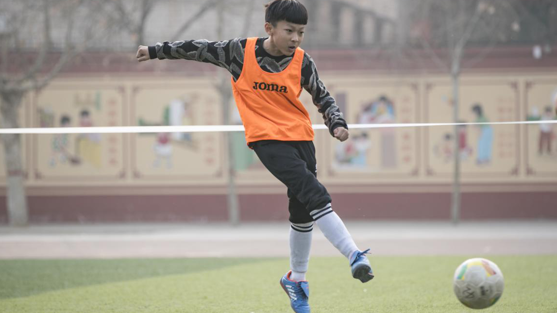 """雄县第一小学""""足球嘉年华"""":属于孩子们的足球梦"""