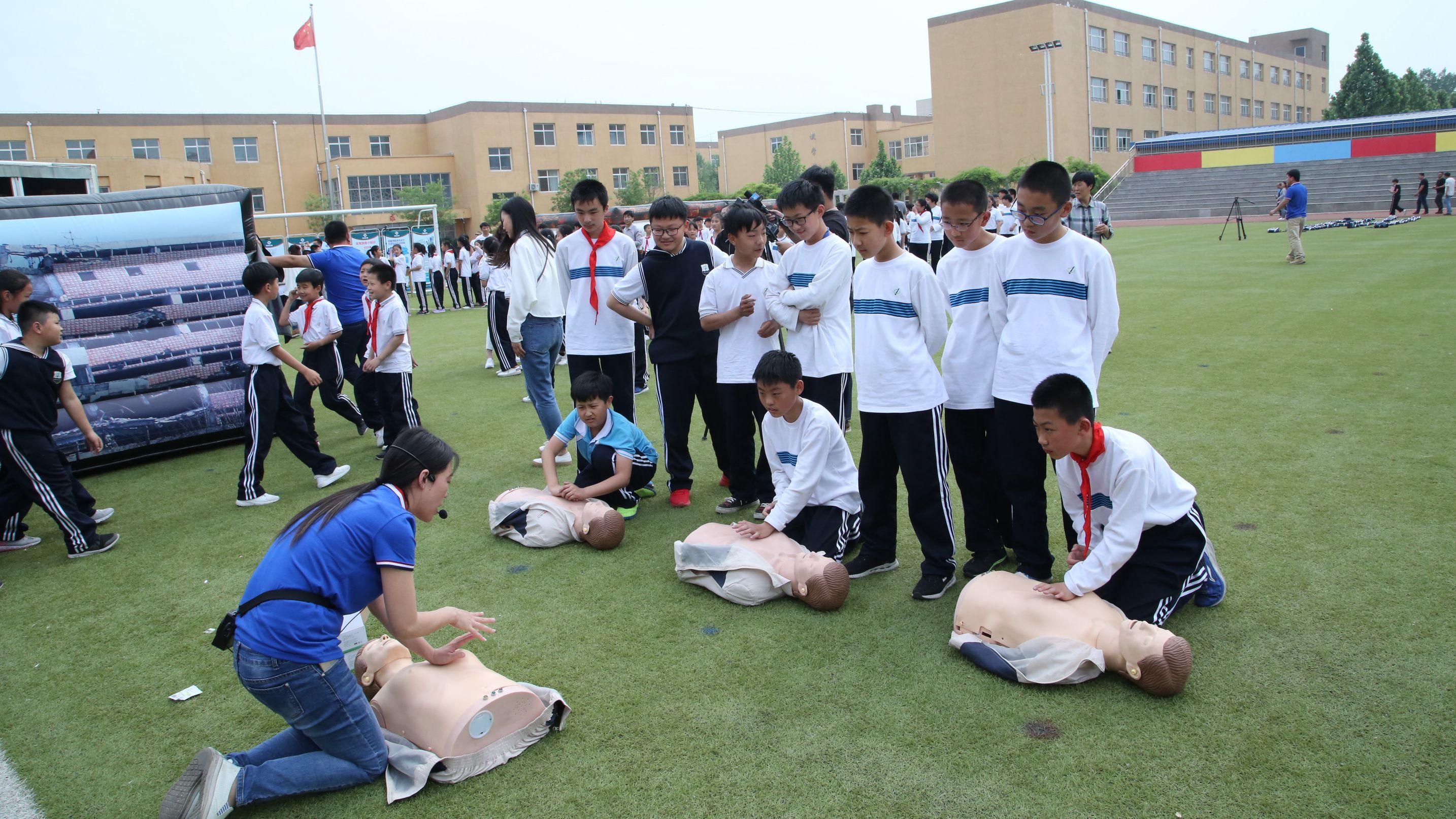 【中国雄安新闻】容城县举行中小学地震应急疏散综合演练