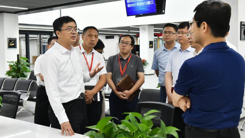 【视频】陈刚到雄安新区政务服务中心调研